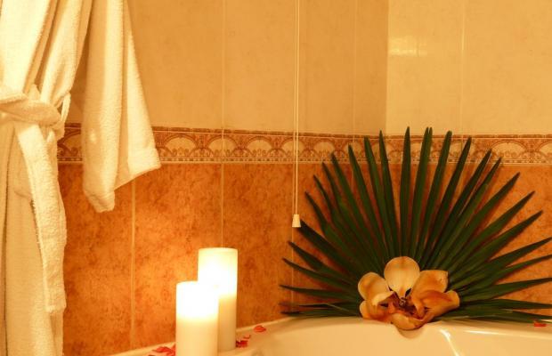 фото Ambassador Hotel изображение №2
