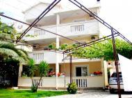 Villa Anna, Villas