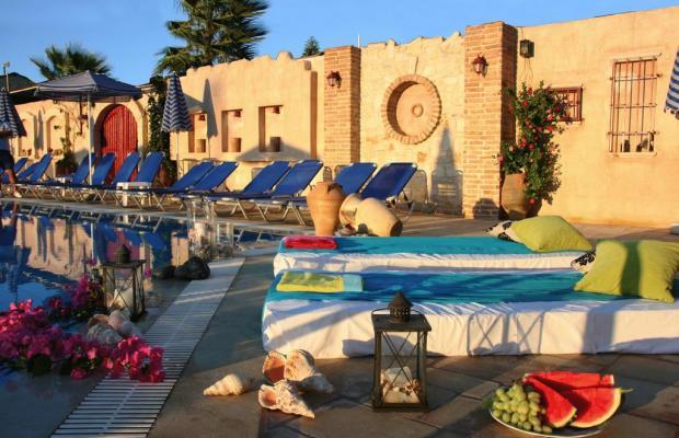 фото отеля Golden Bay Studios & Apartments изображение №1