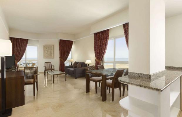 фотографии отеля Ramada Beach Hotel (ex. Landmark Suites Ajman; Coral Suites) изображение №3